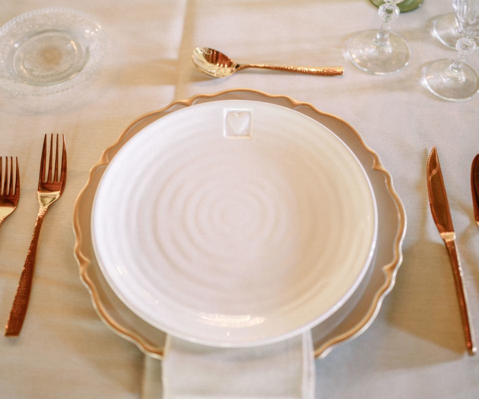 Menaje dorado - Alquiler de material para bodas