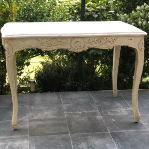 mesa blanca antigua