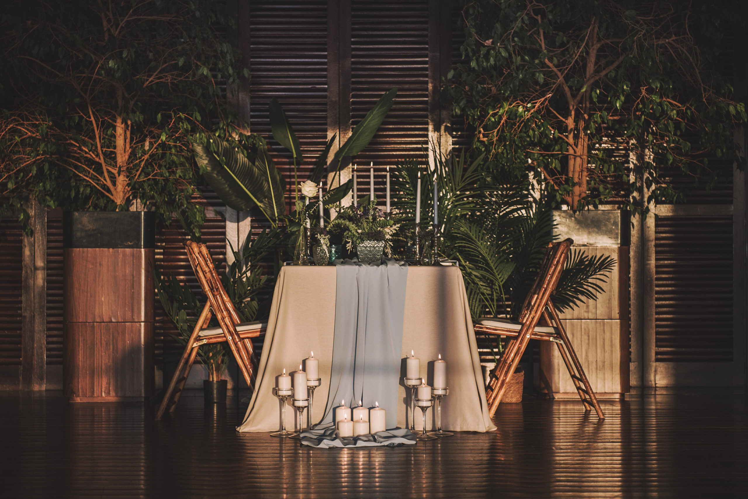 Mesa íntima romántica para dos personas