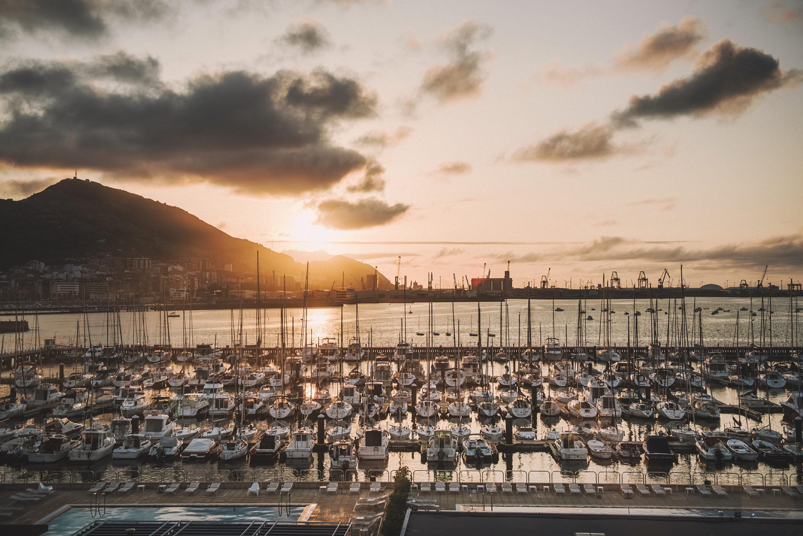 Vistas a puerto marítimo de Getxo, Bizkaia