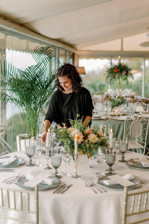 Eli Mesa Presidencial decorardo una mesa elegante en el Mirador de Ulia