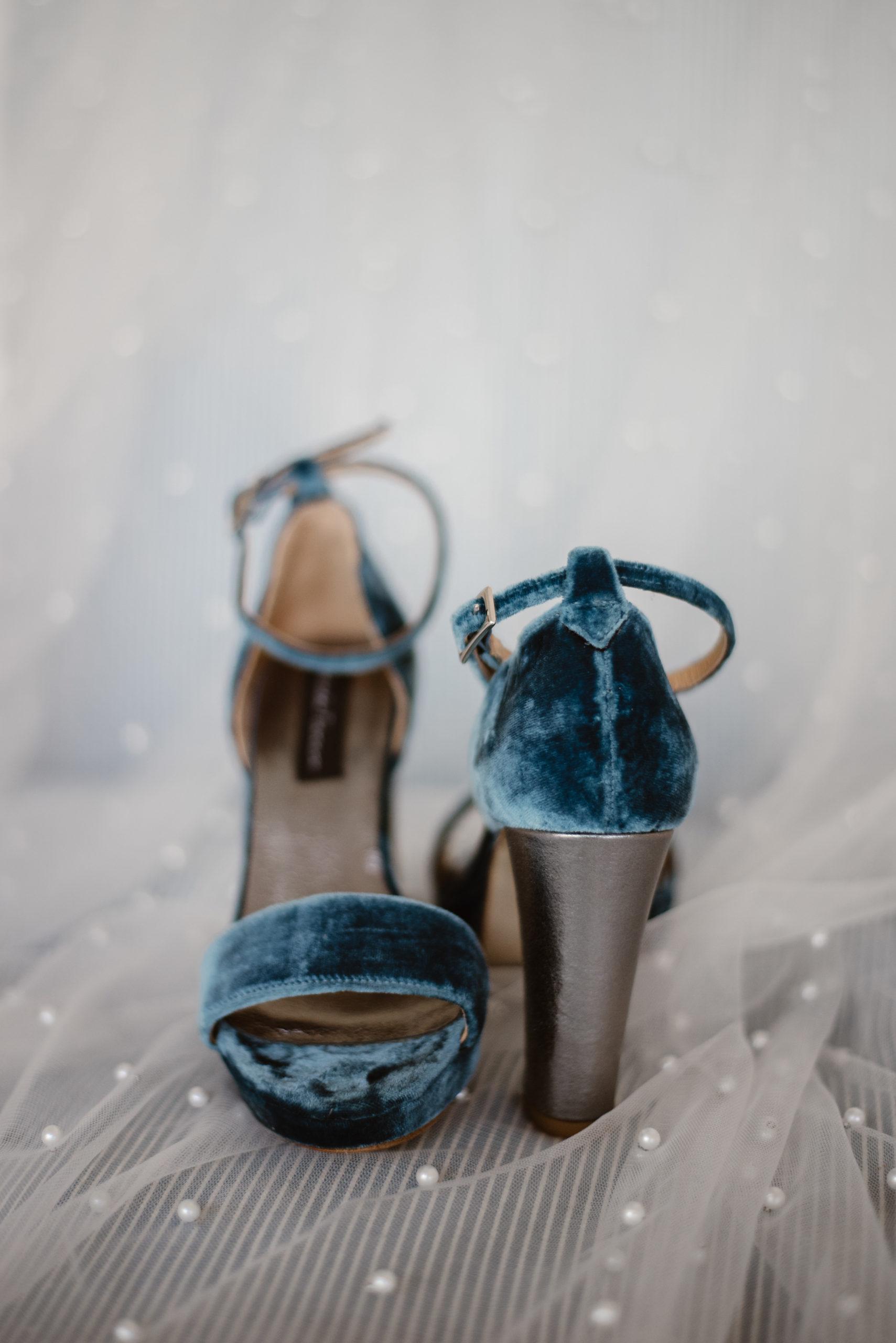 Zapatos azules de novia de Yolanda Torres